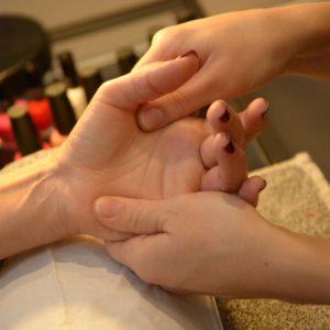 massage bien-être des mains